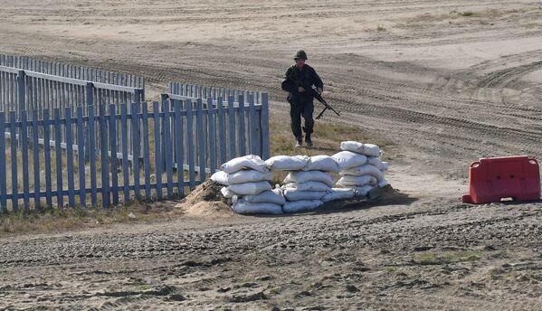 Las maniobras Zapad-2021 fueron la última etapa del entrenamiento conjunto de las fuerzas armadas de ambos      países.En la foto: un soldado en el campo de entrenamiento      Obuz-Lesnovsky, cerca de Baranovichi, en Bielorrusia. - Sputnik Mundo