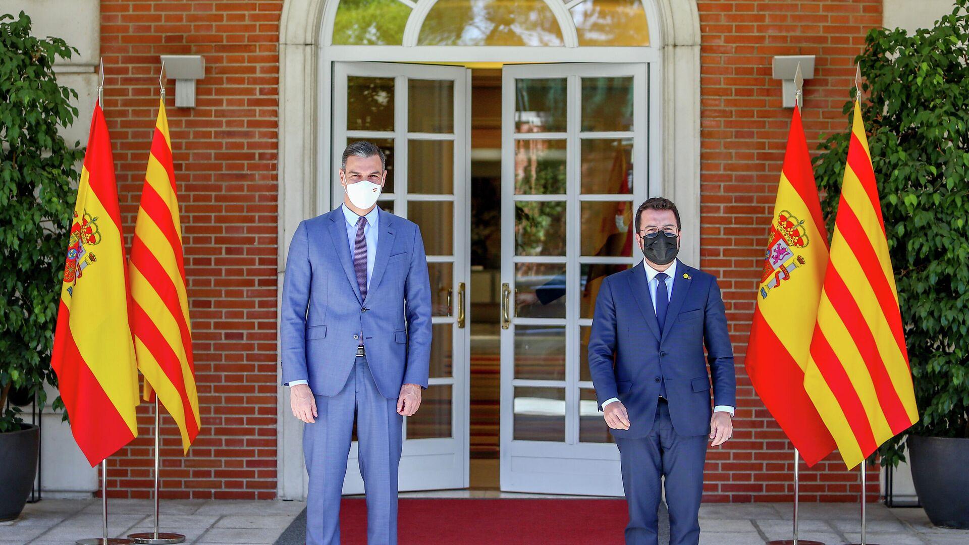 El presidente del Gobierno, Pedro Sánchez y el president de la Generalitat de Catalunya, Pere Aragonès (archivo) - Sputnik Mundo, 1920, 15.09.2021