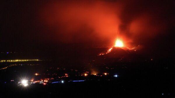 La erupción del volcán de La Palma (en las Islas Canarias) - Sputnik Mundo