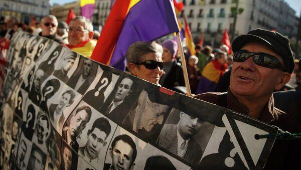 Las víctimas del franquismo piden más apoyo a los socialistas españoles - Sputnik Mundo