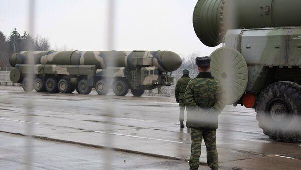 Sistemas de misiles estratégicos Topol (archivo) - Sputnik Mundo