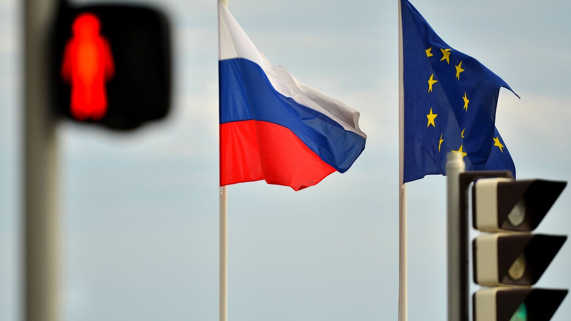 Relations between Russia and the EU have deteriorated with the escalation of the Ukrainian crisis, as western governments imposed economic sanctions on Russia, accusing Moscow of aiding independence supporters in eastern regions of the country. - Sputnik Mundo, 1920, 21.02.2021
