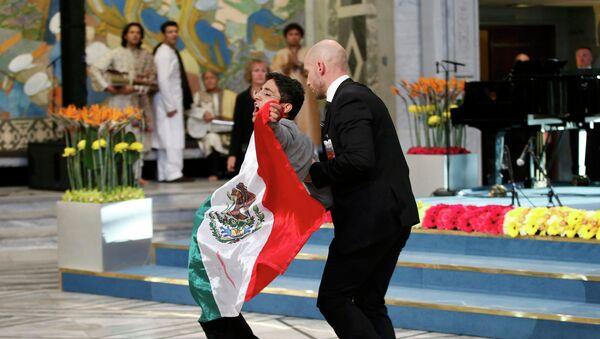 México asiste a joven que interrumpió la entrega de premio Nobel de la Paz para protestar - Sputnik Mundo