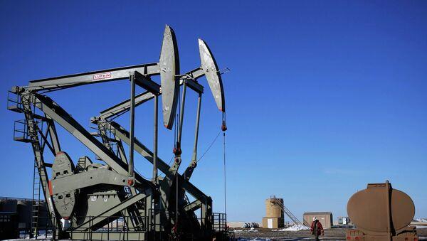 Productores de petróleo de esquisto en EEUU, afectados por desplome del precio del crudo - Sputnik Mundo