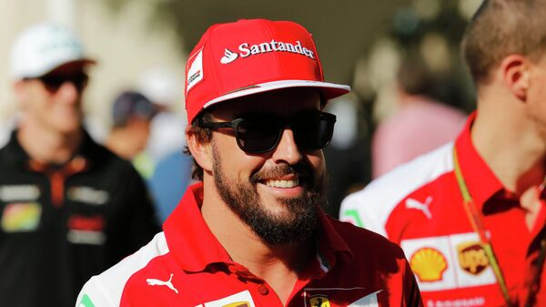 Ferrari Formula One driver Fernando Alonso of Spain arrives for a press conference at the Yas Marina circuit before the start of the Abu Dhabi Grand Prix November 20, 2014. - Sputnik Mundo
