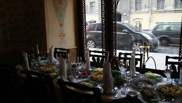 Diputado propone imponer límite a platos extranjeros en restaurantes rusos - Sputnik Mundo