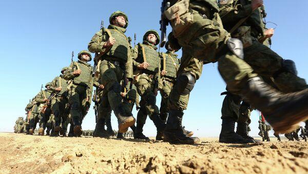 Militares rusos se preparan para las maniobras Indra (archivo) - Sputnik Mundo