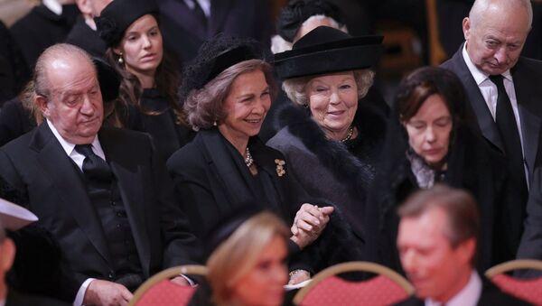 Los reyes Juan Carlos y Sofía, en el funeral de la reina Fabiola - Sputnik Mundo