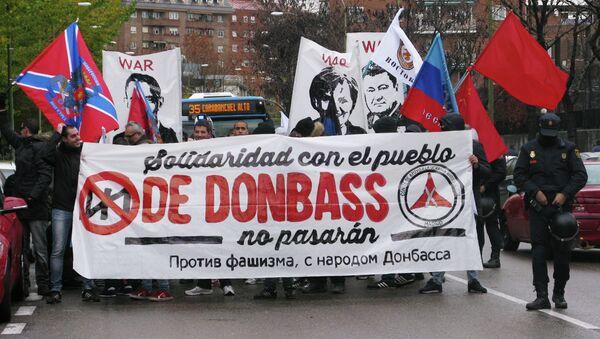 Decenas de personas se manifiestan en Madrid en apoyo a la lucha del Donbás - Sputnik Mundo
