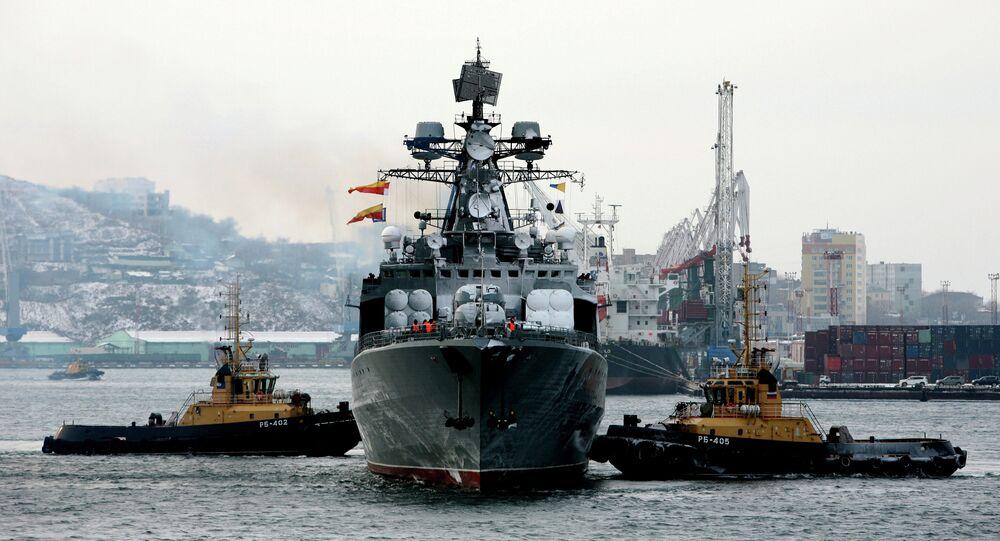 Торжественная церемония встречи гвардейского ракетного крейсера Варяг