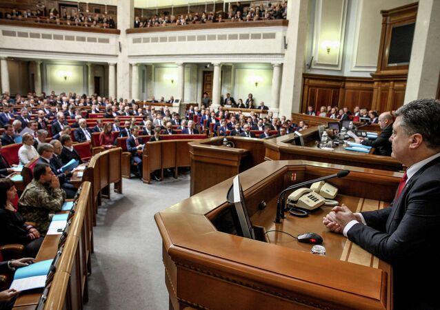 Presidente de Ucrania Petró Poroshenko en la Rada Suprema