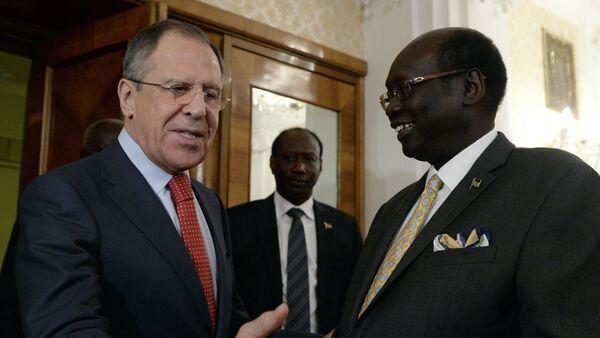 Ministro de Asuntos Exteriores de Rusia, Serguéi Lavrov y canciller de Sudán del Sur, Barnaba Marial Benjamin - Sputnik Mundo