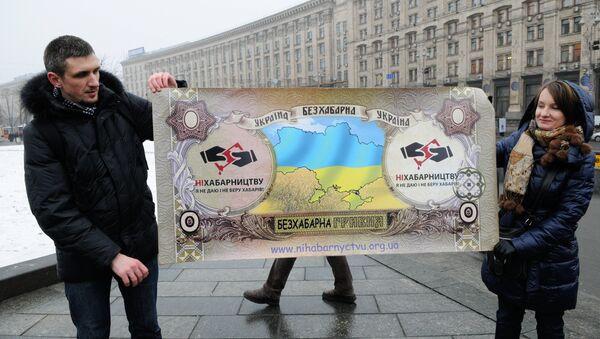 Acción de protesta contra la corrupción en la Plaza de la Independencia en Kiev - Sputnik Mundo