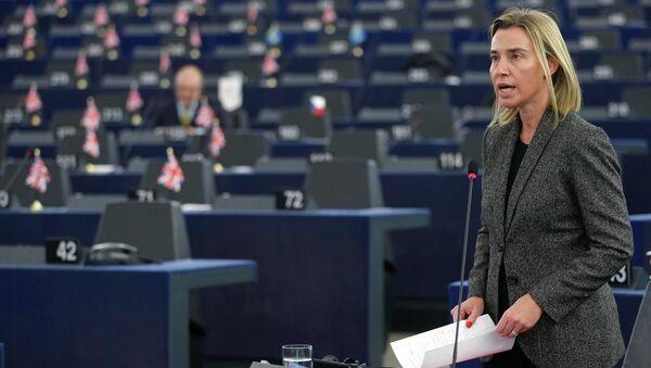 Jefa de la diplomacia europea, Federica Mogherini, planea invitar a los primeros ministros de Serbia y de Kosovo a negociar el arreglo de relaciones. - Sputnik Mundo