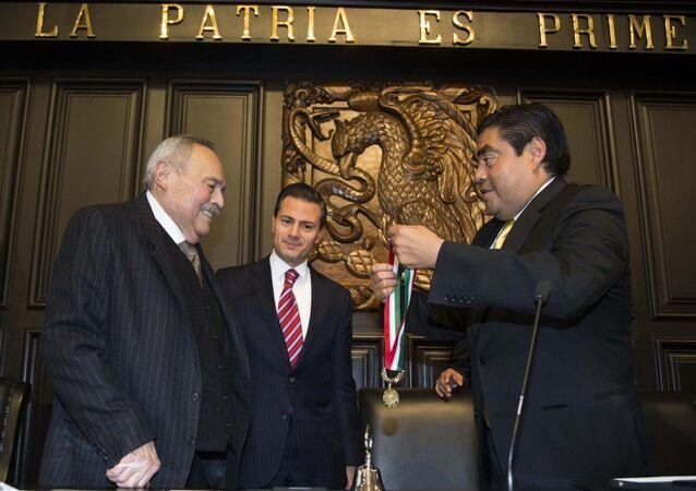 """Entrega de la Medalla de Honor """"Belisario Domínguez 2014″"""
