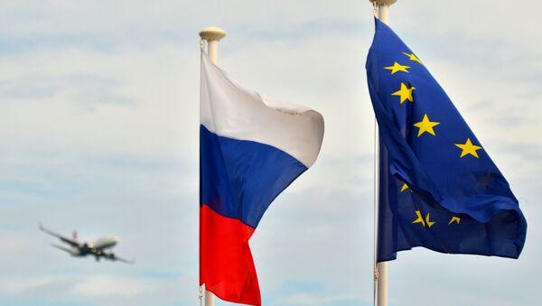 Russian flag and EU flag. - Sputnik Mundo