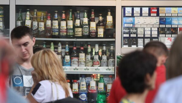 La Duma quiere pedir pasaporte a los rusos que compren alcohol - Sputnik Mundo