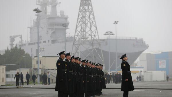 La tripulacion rusa de los Mistral abandonará Francia antes del 25 de diciembre - Sputnik Mundo