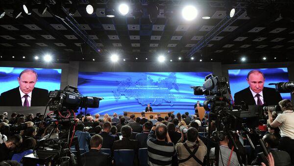 Putin responde a 53 preguntas durante su gran rueda de prensa - Sputnik Mundo