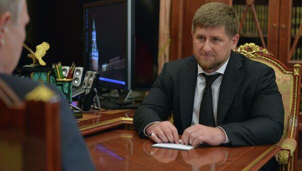 Vladímir Putin lanzó hoy una advertencia indirecta al dirigente de Chechenia, Ramzán Kadírov, al recordar que las persecuciones extrajudiciales son inadmisibles - Sputnik Mundo
