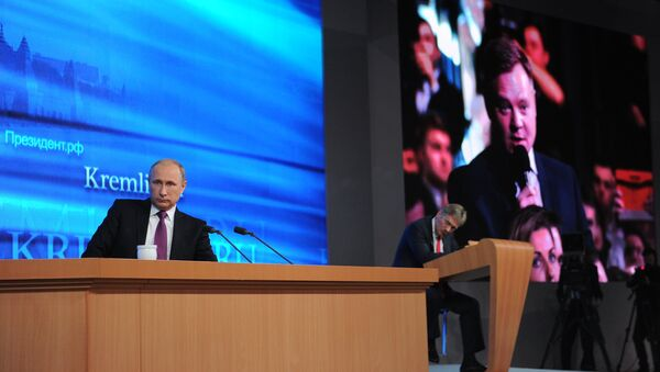 Putin asegura que la economía rusa se recuperará en dos años como máximo - Sputnik Mundo