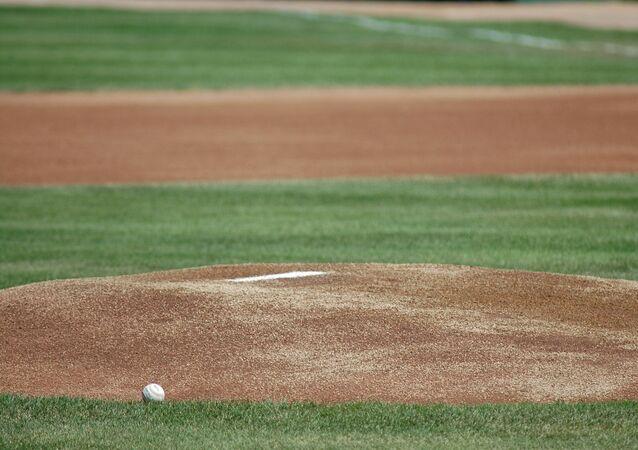 Un campo de béisbol