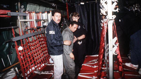 Detención de Manuel Noriega por los agentes de la Administración para el Control de Drogas de EEUU (1990) - Sputnik Mundo