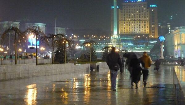 Площадь Майдан в Киеве вечером - Sputnik Mundo