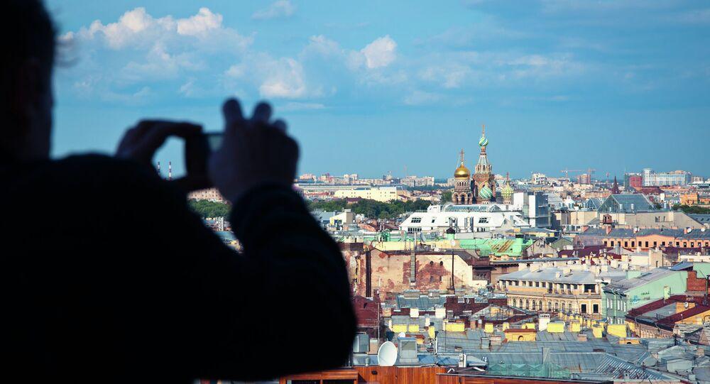 Turista fotografía San Petersburgo