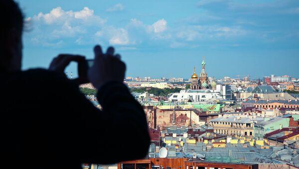 Turista fotografía San Petersburgo - Sputnik Mundo