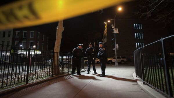Police are pictured at the scene of a shooting where two New York Police officers were shot dead in the Brooklyn borough of New York, December 20, 2014 - Sputnik Mundo