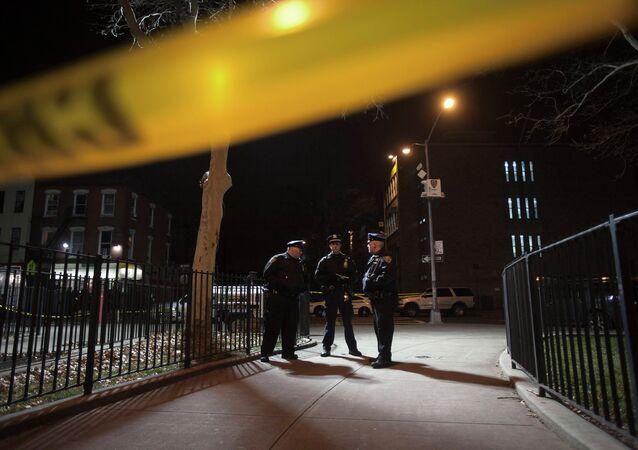 Policía en el sitio de un tiroteo en Brooklyn, referencial