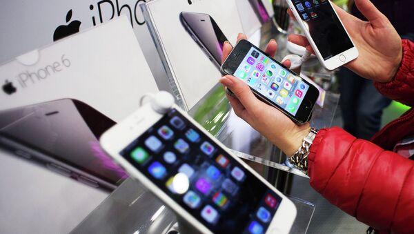 Apple aumenta en más del 30% el precio de los nuevos iPhones en Rusia - Sputnik Mundo