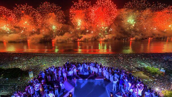 Fiesta de Año Nuevo en la playa Copacabana - Sputnik Mundo