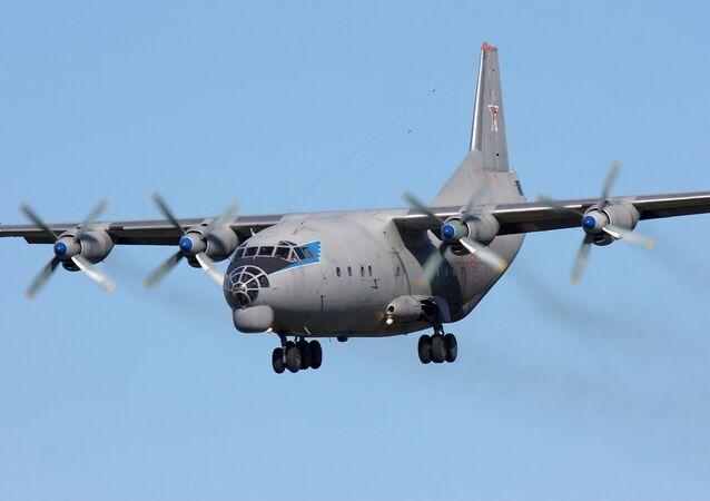 Avión de carga An-12 (Archivo)