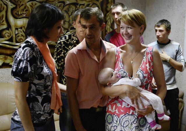 Refugiados de Ucrania en el centro de apoyo social Zarya en Rusia