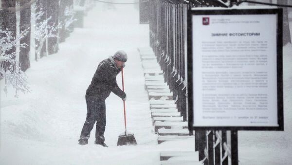Trabajador extranjero en la calle de Moscú - Sputnik Mundo
