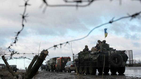 Convoy militar de Ucrania  en la base militar cerca de la ciudad Kramatorsk en este de Ucrania ,24 de Diciembre, 2014 - Sputnik Mundo