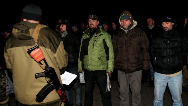 Intercambio de los prisioneros entre ejército Ucrania y las milicias de RPD - Sputnik Mundo