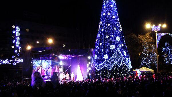 Inauguración del  Árbol de Año Nuevo en Donetsk - Sputnik Mundo