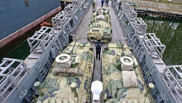 Transportes blindados BTR-82AM (Archivo) - Sputnik Mundo