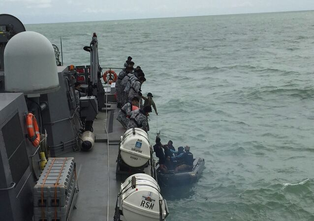An Indonesian Navy seaboat (R) picks up items retrieved from the Republic of Singapore Navy vessel RSS Valour in this handout photo provided by Singapore's Ministry of Defence, released to Reuters January 4, 2015.