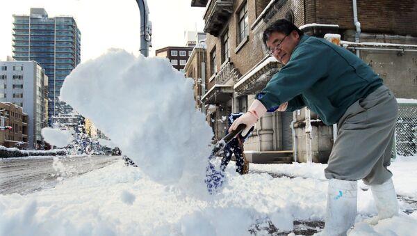 Japón cancela más de 80 vuelos a causa del ciclón ártico - Sputnik Mundo