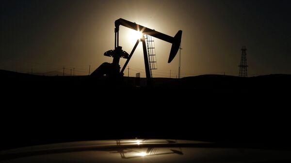 Нефтяная вышка в Калифорнии - Sputnik Mundo