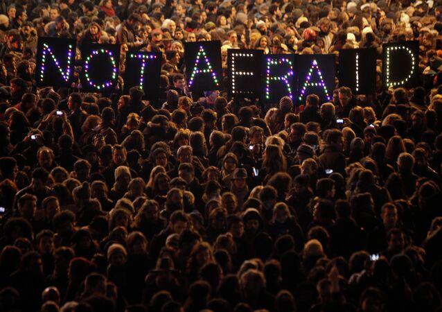 La gente se manifiesta contra el terrorismo