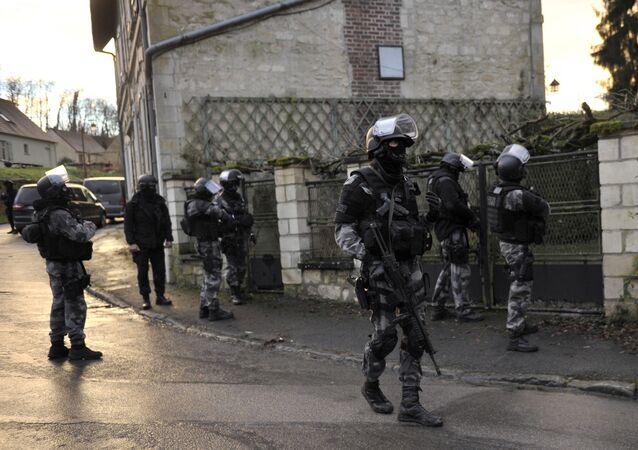 Los miembros de la policía nacional francesa GIPN (Groupe d'Intervention de la Police Nationale)