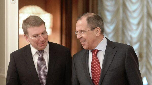 Edgar Rinkevics y Serguéi Lavrov en una conferencia de prensa - Sputnik Mundo