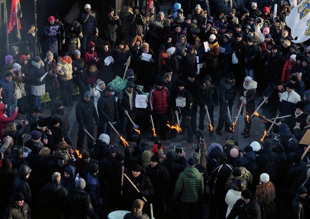 Ucranianos protestan en frente de la Rada Suprema