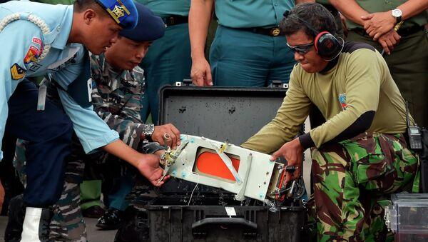 Recuperan el segundo registrador del avión siniestrado de AirAsia - Sputnik Mundo