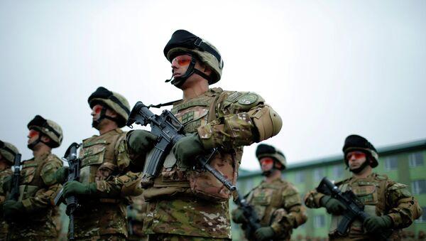 Servicemen attend a farewell ceremony at the Vaziani military base outside Tbilisi, December 16, 2014 - Sputnik Mundo